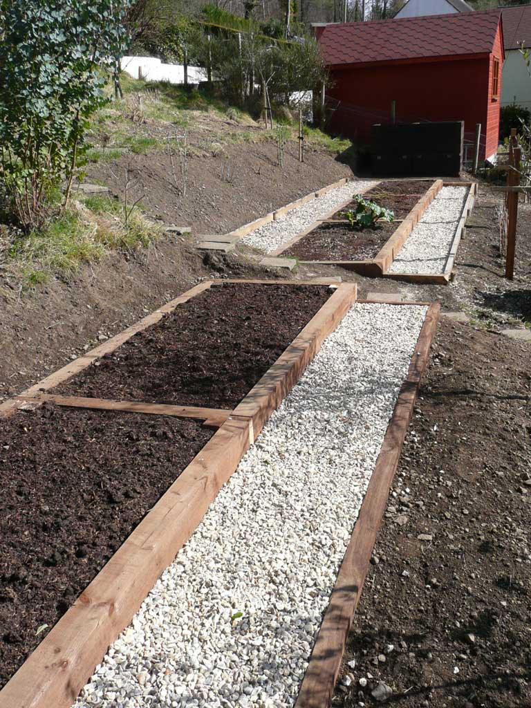 Hillside garden on pinterest for Terrace vegetable garden