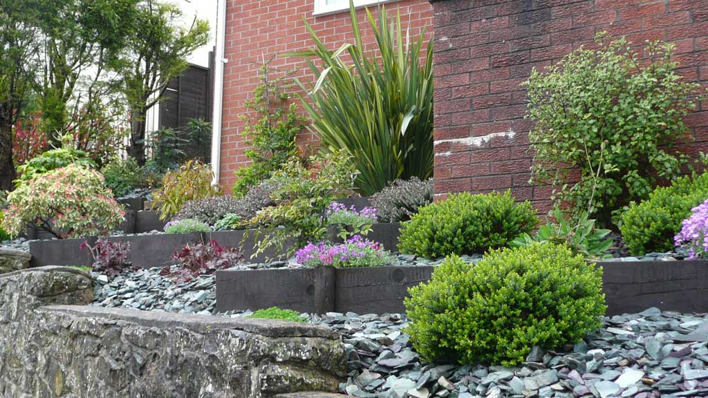 Site visit steeply sloping front garden rogerstone for Garden design ideas sloping site