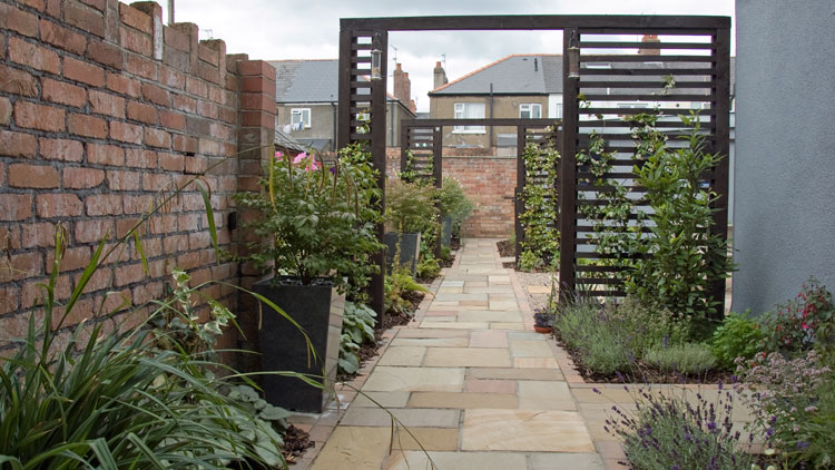 Small courtyard garden design in cardiff rogerstone for Small garden courtyard designs