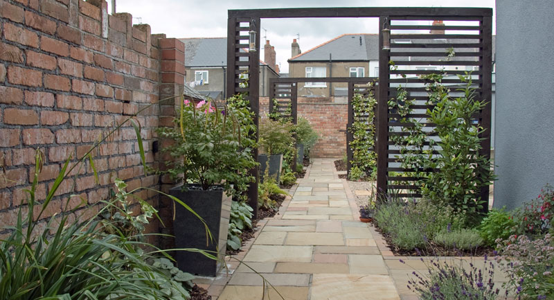 bespoke garden rooms contemporary trellis garden design in cardiff rogerstone gardens. Black Bedroom Furniture Sets. Home Design Ideas
